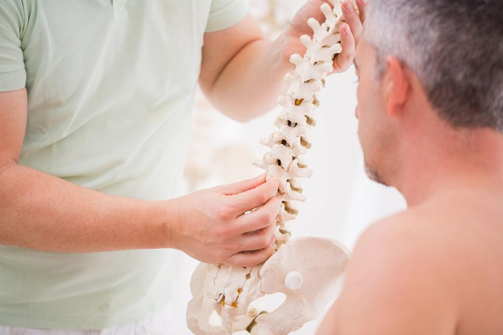 https://mountainviewpaincenter.com/wp-content/uploads/2019/02/osteopathy-spine3.jpg
